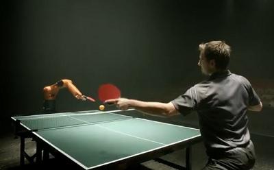 (Video) Mens tegen machine – Tafeltennis